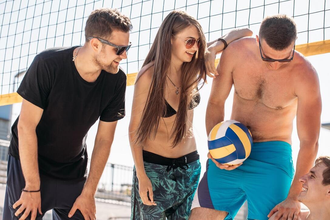 Mate Tee beim Sport - Beachvolleyball