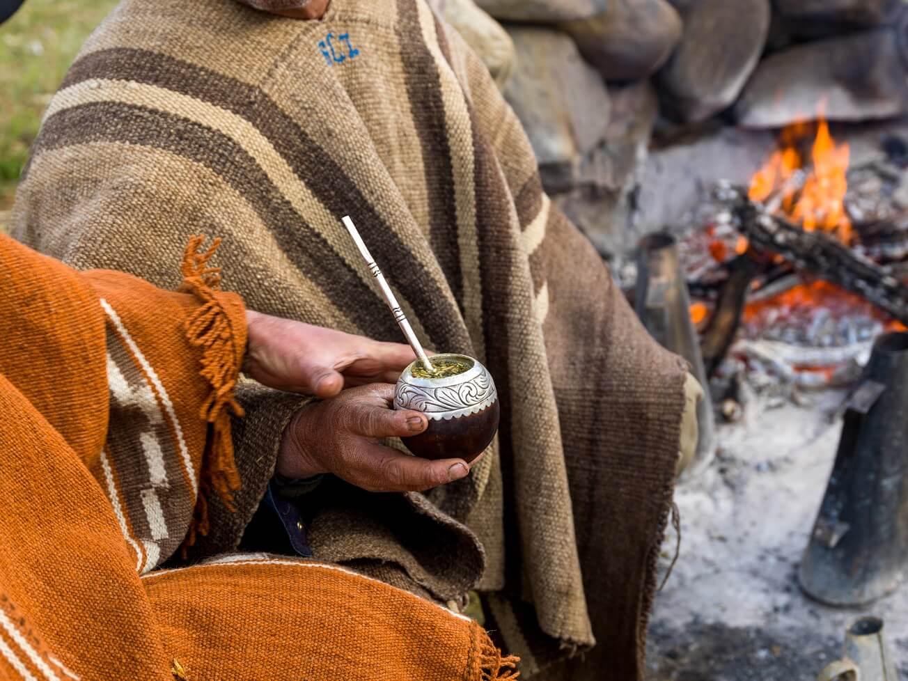 Gaucho Drinking Mate, lateinamerikanische Kulturtradition.